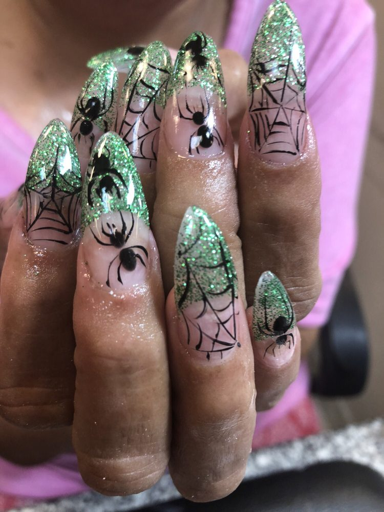Mary Queen Nails